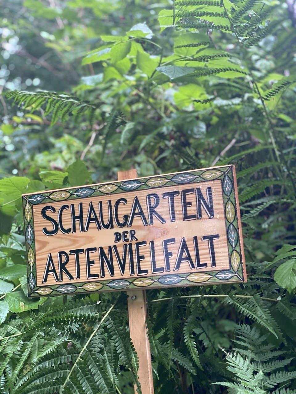 Eiterfelder besichtigen Burghauner Schaugarten